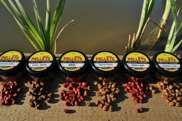 Profess Fishing Method Feeder Pellets Mini Chilli Garlic 8mm 100ml